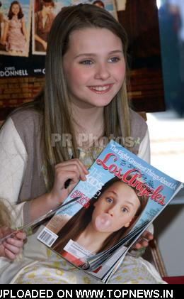 "Abigail Breslin at Abigail Breslin Makes Announcement Regrading Her Film ""Kit Kittredge"" While Meeting Her Fans"
