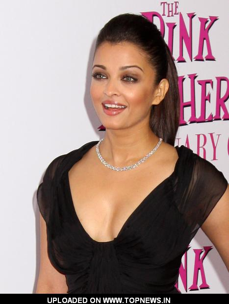 """Aishwarya Rai Bachchan at """"The Pink Panther 2"""" New York Premiere - Arrivals"""