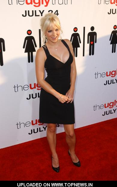 "Anna Faris at ""The Ugly Truth"" Los Angeles Premiere - Arrivals"
