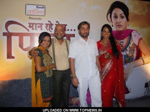 http://www.topnews.in/files/images/Archana-Taide-Pramod-Moutho-Varun-Badola-and-Reshmi-Ghosh.preview.JPG