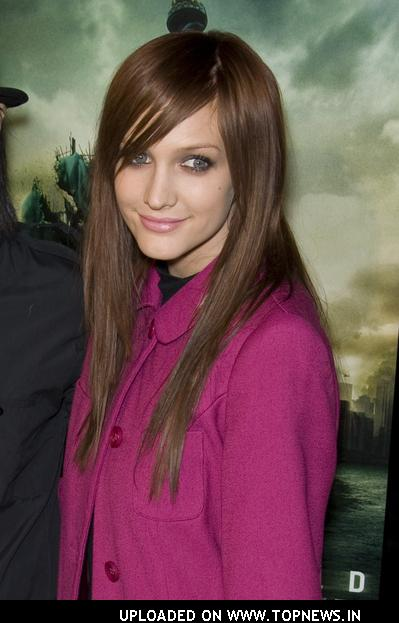 "Ashlee Simpson at ""Cloverfield"" Los Angeles Premiere - Arrivals"