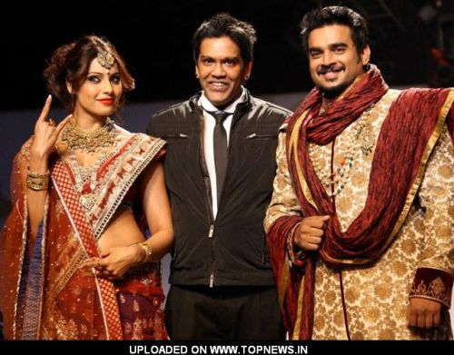 Bollywood actors Bipasha Basu and Madhavan during designer Rocky S show, at the Wills Lifestyle India Fashion week 2012