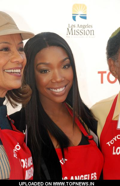 Brandy Norwood at 2010 Christmas Eve at the Los Angeles Mission 2010-12-24