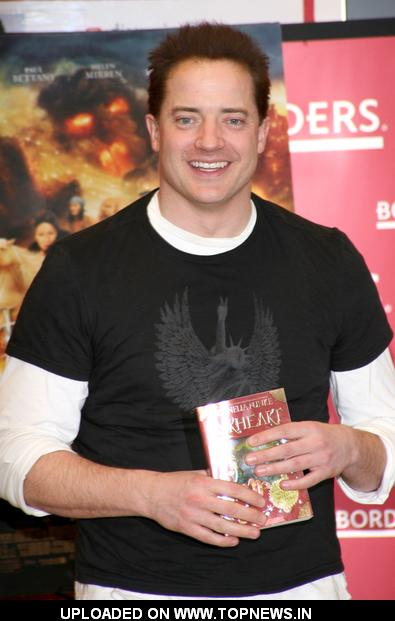 "Brendan Fraser Sign Copies of ""Inkheart"" at Borders in New York on January 14, 2009"
