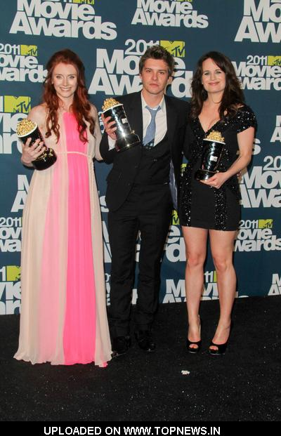 Bryce Dallas Howard, Xavier Samuel and Elizabeth Reaser at 2011 MTV Movie Awards - Press Room