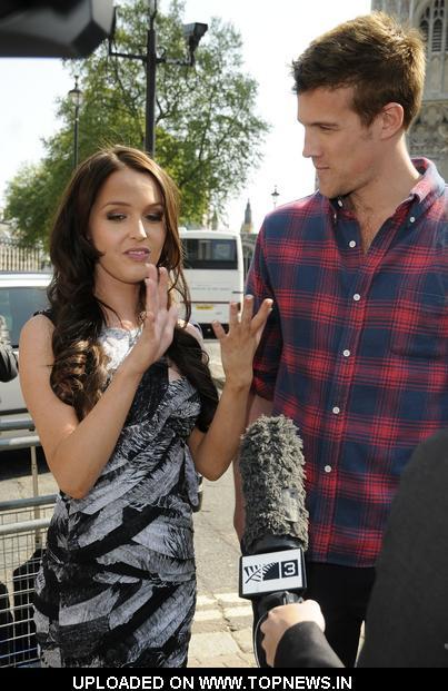 Camilla luddington ja Nico Evers Swindellin dating