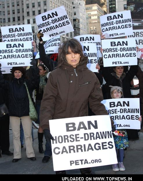 Chrissie Hynde leads PETA protest in Central Park (Jan 2008)