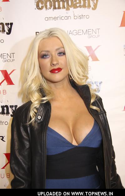 christina aguilera imagenes. Christina Aguilera Lights Up