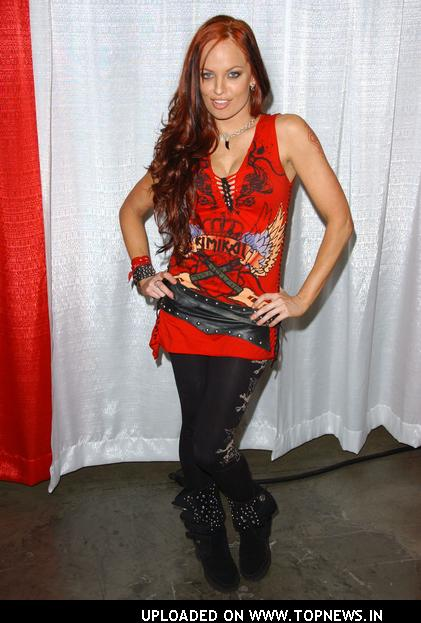 Christy Hemme2 For inspiration, the super hot Ms Tifa Lockhart, in her original FFVII ...