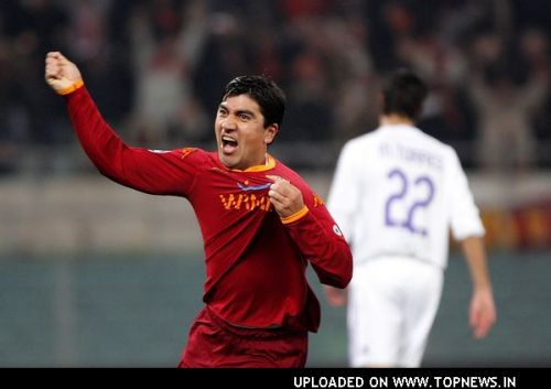 David Pizarro at AS Roma Vs. Real Madrid - UEFA Champions League - February 19, 2008