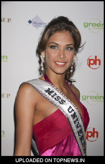 Dayana Mendoza at 2009 Miss USA Pageant Arrivals