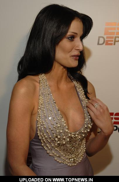 who is dayanara torres dating now