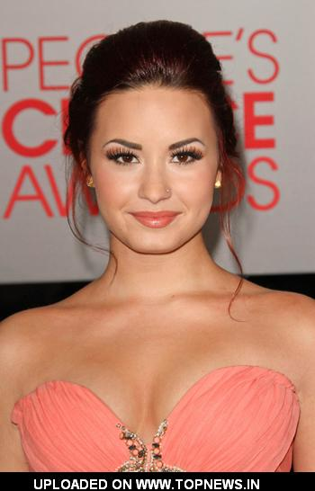 Demi Lovato at the People's Choice Awards 2012