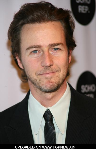 edward norton at soho rep 2009 spring gala - arrivals | topnews