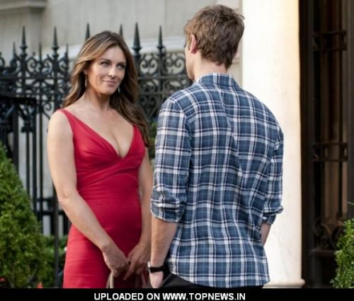 Chace Crawford with Elizabeth Hurley in Sexy Red Dress on the Set of 'Gossip Girl'