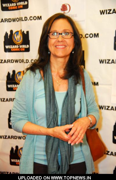 Erin Gray at 2011 Wizard World Comic Con - Day 1