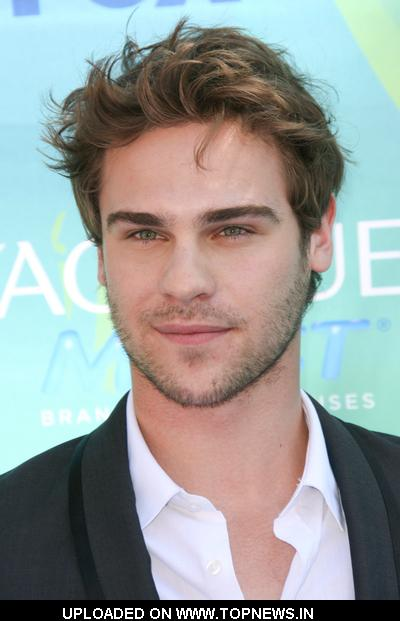 Grey Damon   at  2011 Teen Choice Awards - Arrivals