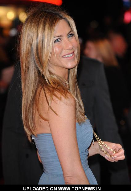 "Jennifer Aniston at ""Marley & Me"" UK Premiere - Arrivals"