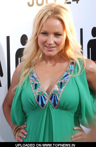 "Jewel  at  ""The Ugly Truth"" Los Angeles Premiere - Arrivals"