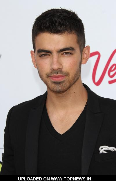 Joe Jonas at 2011 Billboard Music Awards - Arrivals