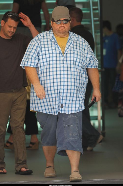 Jorge Garcia out shopping at the apple store at the grove