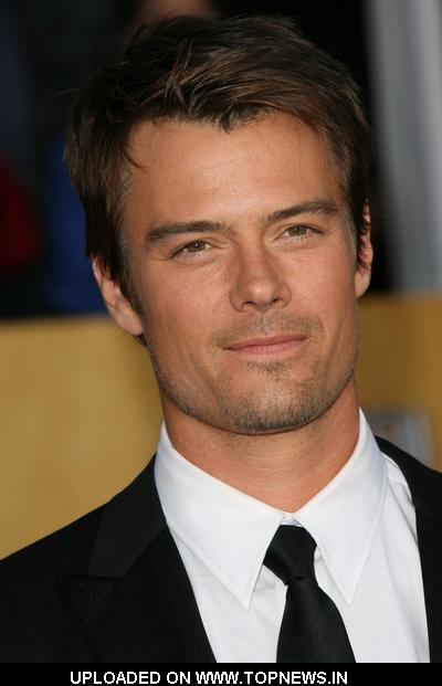 Josh Duhamel at 17th Annual Screen Actors Guild Awards - Arrivals