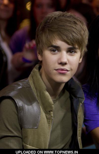 justin bieber pictures new. Justin Bieber Visits New.