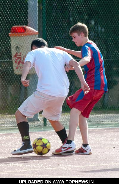 justin bieber playing soccer in madrid. Justin Bieber Playing Soccer