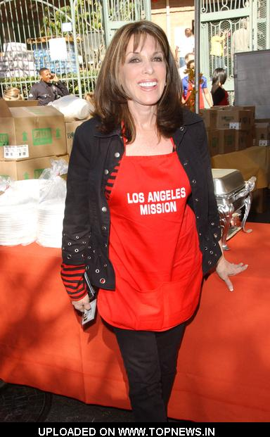 Kae Linder at  2009 Thanksgiving Meal for the Homeless Served by The Los Angeles Mission and Hosted by Kirk & Anne Douglas