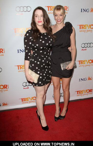 Photo of Kat Dennings & her friend  Beth Behrs