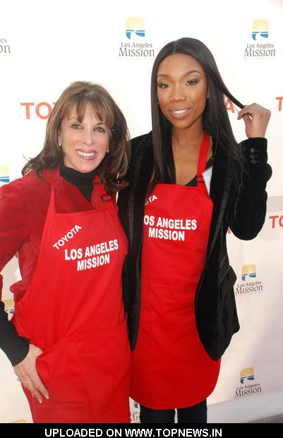 Kate Linder, Brandy Norwood at 2010 Christmas Eve at the Los Angeles Mission 2010-12-24