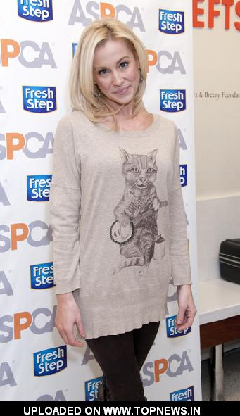 Kellie Pickler Unveils the Fresh Step Limited Edition Cat Sweater Benefiting the ASPCA in New York City