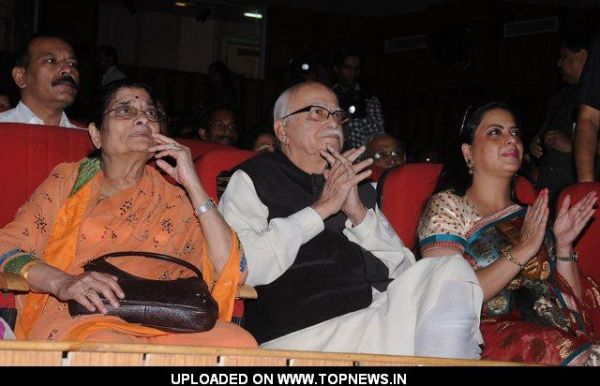 L K Advani with wife and Pratibha Advani at Kailash kher performance in Delhi