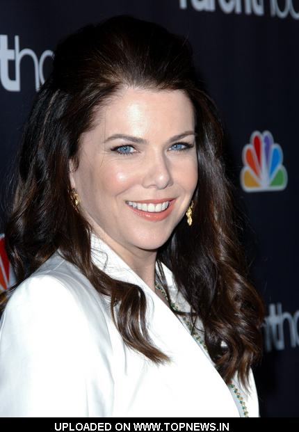 "Lauren Graham at NBC/Universal's ""Parenthood"" Premiere Screening - Arrivals"