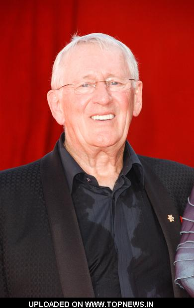 Len Cariou at 61st Annual Primetime Emmy Awards - Arrivals