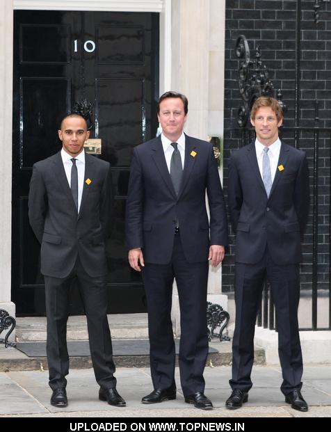 ¿Cuánto mide Lewis Hamilton? - Estatura y peso - Real height Lewis-Hamilton-David-Cameron-Jenson-Button