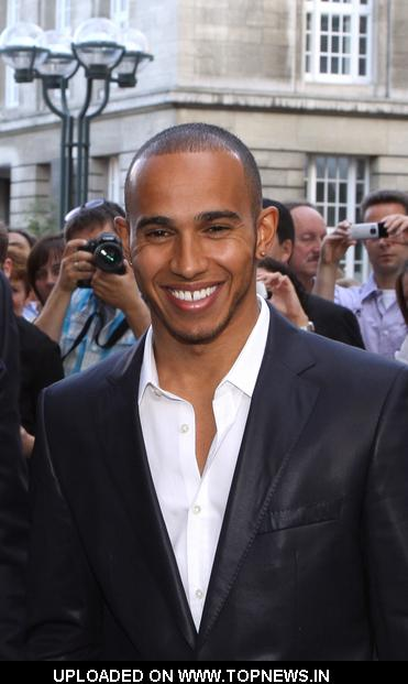 lewis hamilton visits the hugo boss store in hamburg topnews. Black Bedroom Furniture Sets. Home Design Ideas