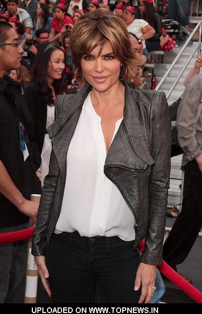 "Lisa Rinna at ""Pirates Of The Caribbean: On Stranger Tides"" World Premiere - Arrivals"