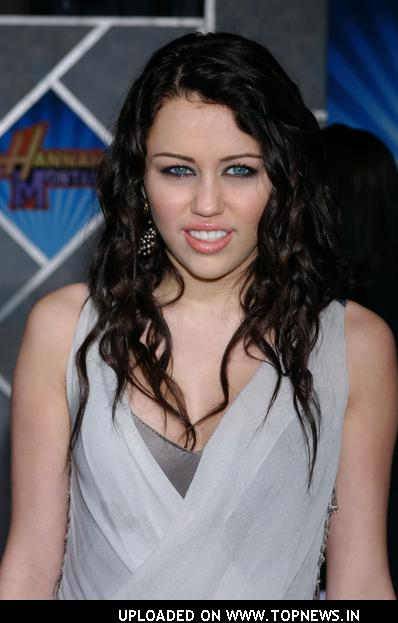 "Miley Cyrus at ""Hannah Montana/Miley Cyrus: Best of Both Worlds Concert Tour"" 3-D Concert Film Hollywood Premiere - Arrivals"