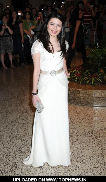 Miranda Cosgrove  at  2009 White House Correspondent Dinner-Red Carpet - Arrivals