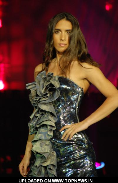 Model at Funkshion - Fashion Week Miami Beach 2011 Fall/Winter Collection - Italian TV Moda - Runway