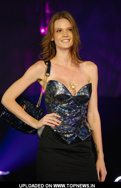 Model at Funkshion - Fashion Week Miami Beach 2011 Fall/Winter Collection - Italian TV Moda - Runway