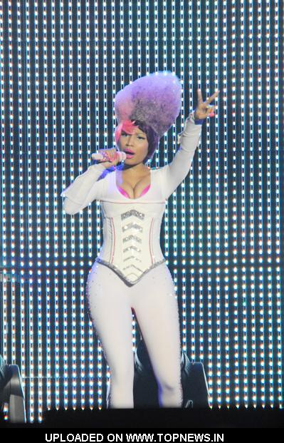 nicki minaj in london concert. Nicki Minaj at Lil Wayne in