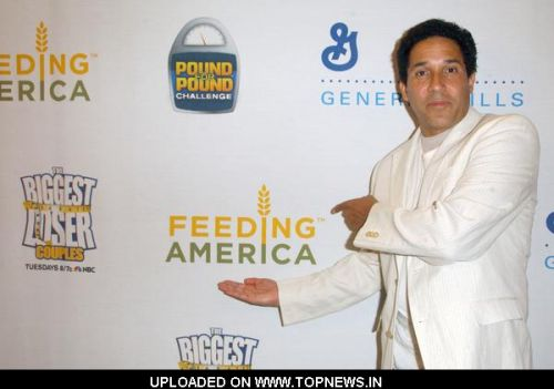 "Oscar Nunez at Feeding America Celebrates Success Of Pound For Pound Challenge On NBC's ""The Biggest Loser"" - Arrivals"