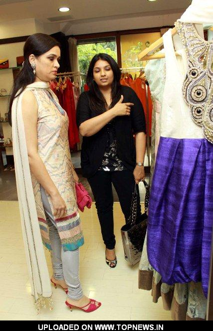 Padmini Kolhapure at Gayatri Khanna's New Collection 2010