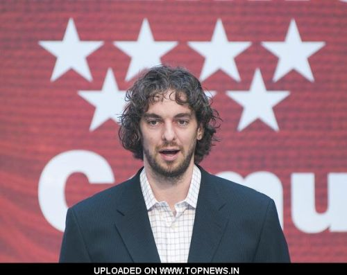 Pau Gasol at Madrid Community President Esperanza Aguirre Awards the International Prize for Sport 2009 to Pau Gasol