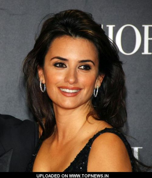 "Penelope Cruz at  ""Los Abrazos Rotos"" (""Broken Hugs"") Madrid Premiere - Arrivals"