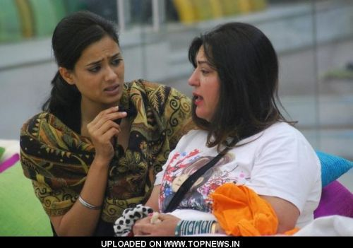 Bigg Boss 4 Dolly Fainted And Remains Unconscious In Bigg Boss House