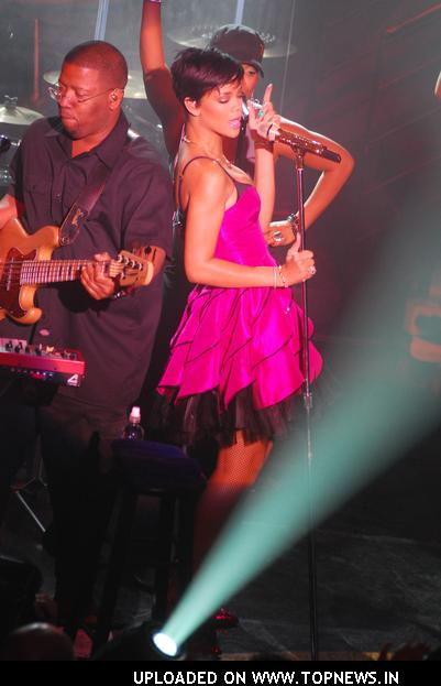 "Rihanna Performs ""A Girls Night Out in Support of Rihanna's Believe Foundation"" - March 26, 2008"