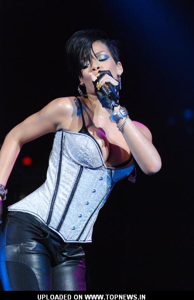 Rihanna at Chicago's B96 Jingle Bash 2008 - December 16, 2008